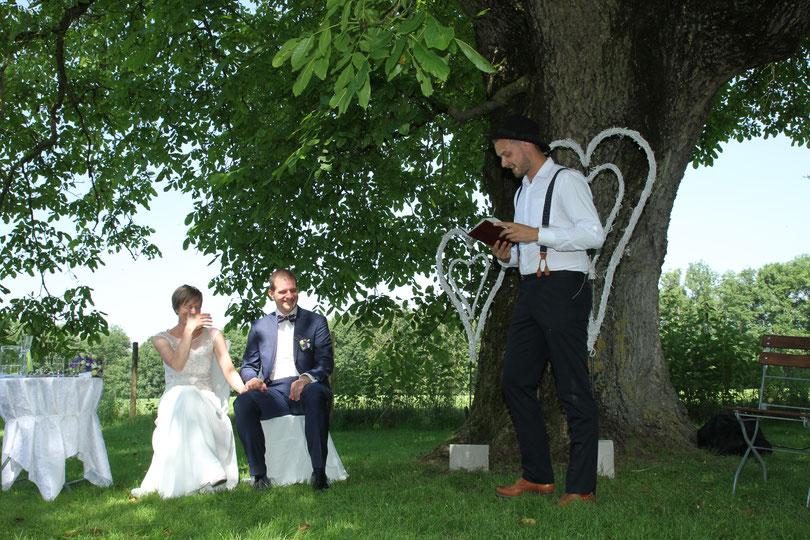 DIY Hochzeit mit Trauredner Johann-Jakob Wulf von Strauß & Fliege