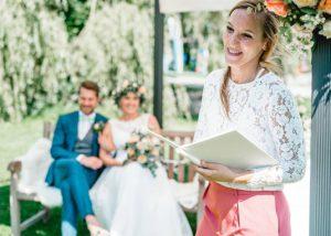Hochzeitsrednerin Katharina Neudorfer von Strauß & Fliege