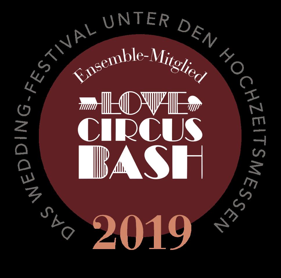 Hochzeitsmesse in Berlin, Love Circus Bash Badge Premium, Love Circus Bash Strauß & Fliege