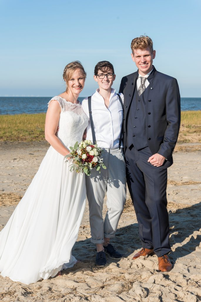 Freie Trauung: Hochzeit am Strand mit Traurednerin Anka von Strauß & Fliege