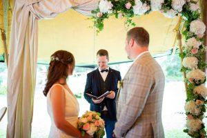 Gestaltung einer freien Trauung mit Strauß & Fliege Hochzeitsrednern