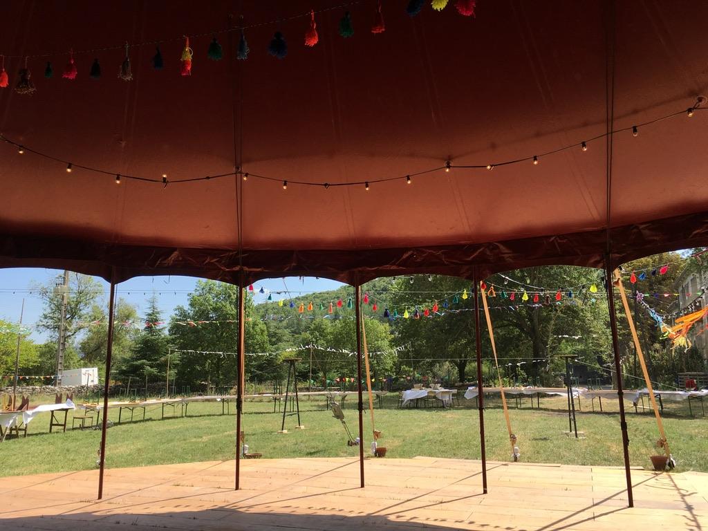 Zirkuszelt als ideale Location für freie Trauungen mit Terassenfunktion und Outdoorarea
