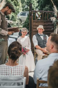 Freie Trauung im Garten mit Hochzeitsredner Johann-Jakob Wulf
