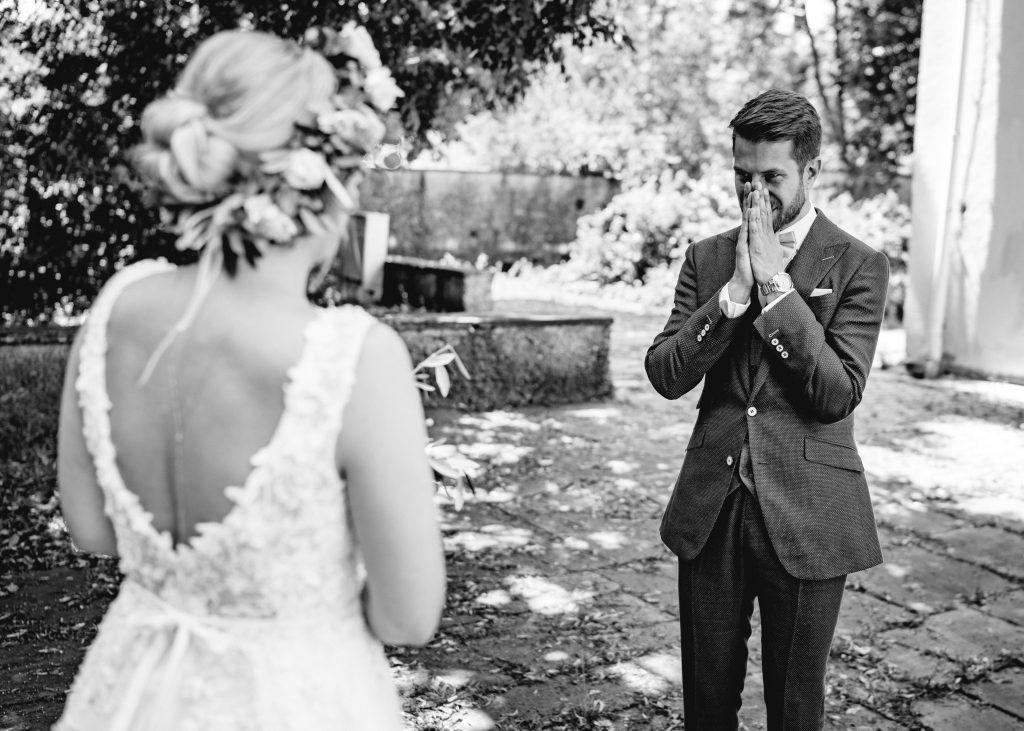 Bräutigam sieht Braut zum ersten Mal kurz vor der Zeremonie