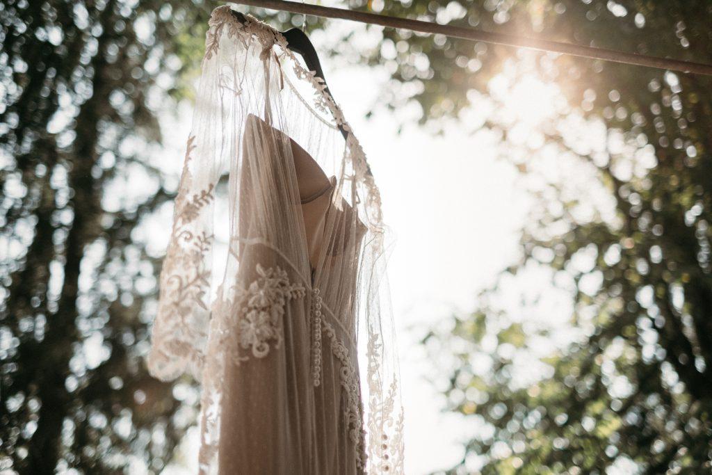Brautkleid in der Sonne