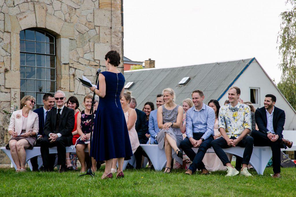 Traurednerin Carola Söllner begeistert die Hochzeitsgesellschaft