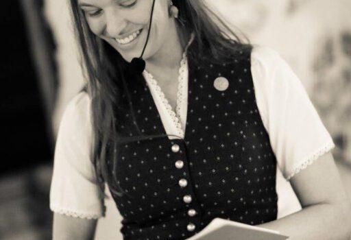 Marina Lessig ist freie Traurednerin bei Strauß & Fliege