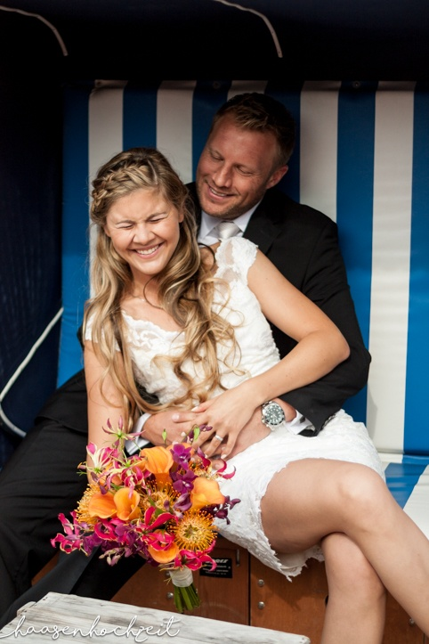 Brautpaar im Strandkorb Elopement Destination Wedding
