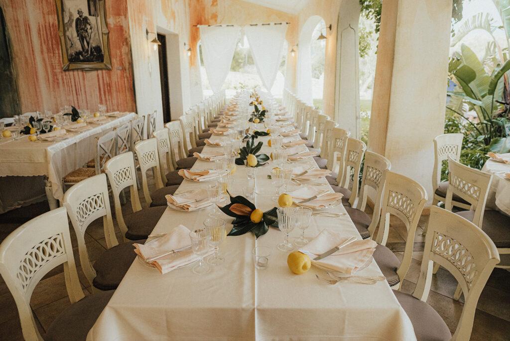 Wunderschöne Hochzeitsdekoration in zitronengelb