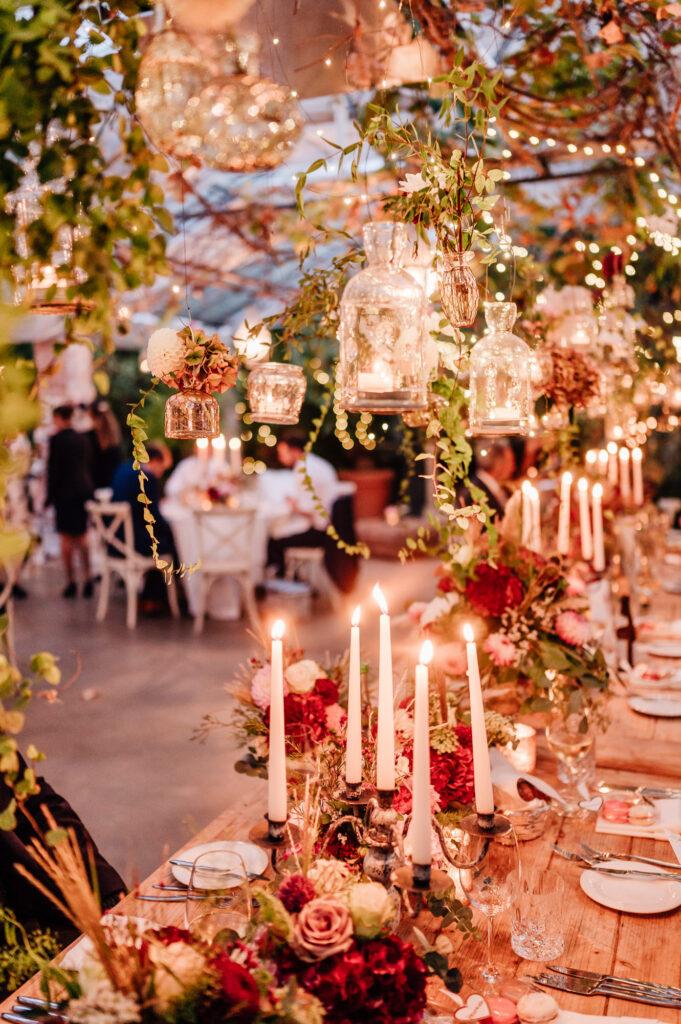 Hochzeit im Gewächshaus schafft nachts besonderes Ambiente