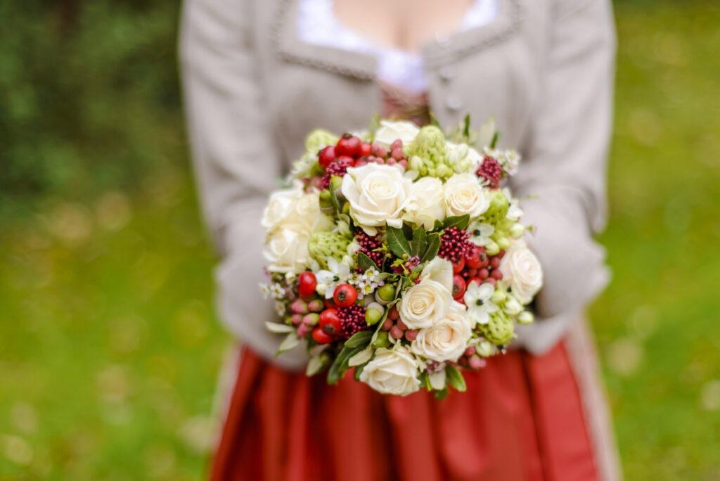 Brautstrauß Herbstblumen   Blumenstrauß Hochzeit   Strauß & Fliege