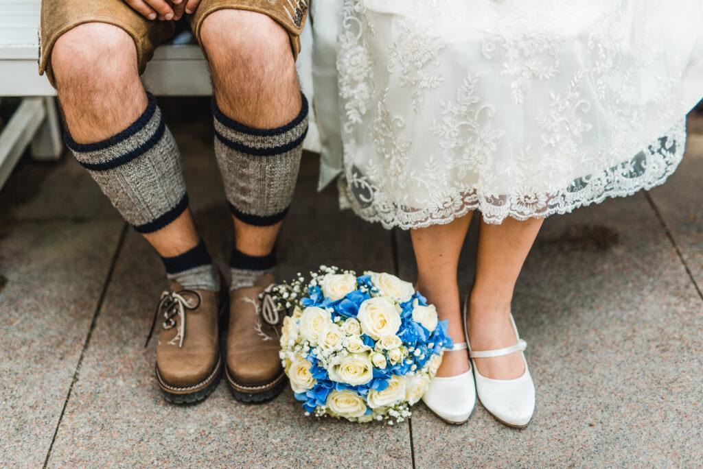 Brautstrauß blau | Blumenstrauß Trachtenhochzeit | Strauß & Fliege