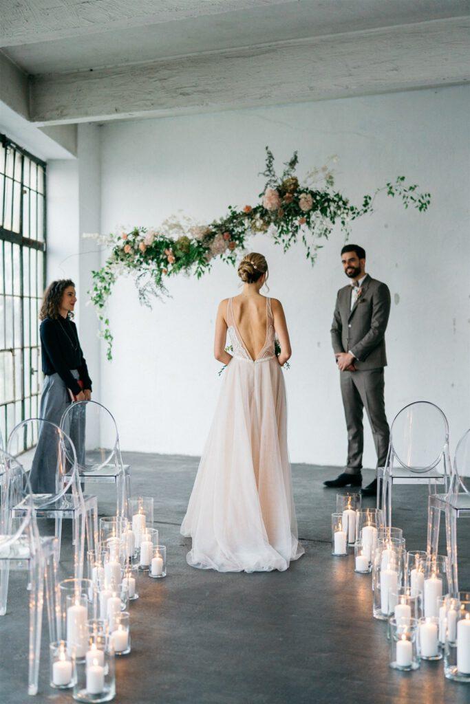 Einzug der Braut bei Kerzenschein | Freie Trauung Wien | Strauß & Fliege