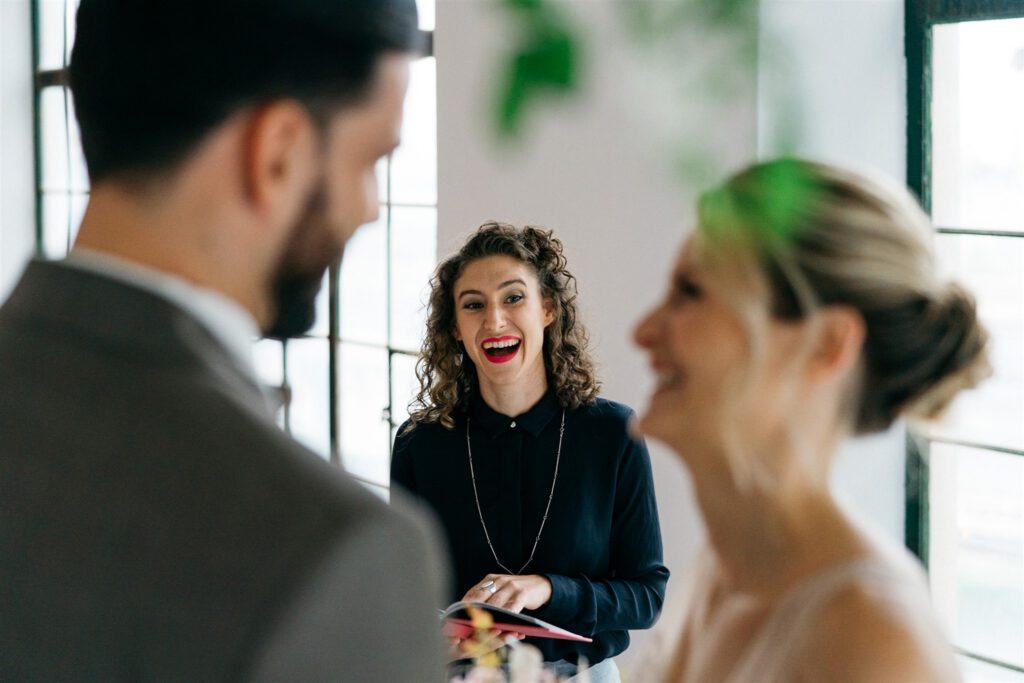 Traurednerin Wien | Freie Hochzeitszeremonie | Strauß & Fliege