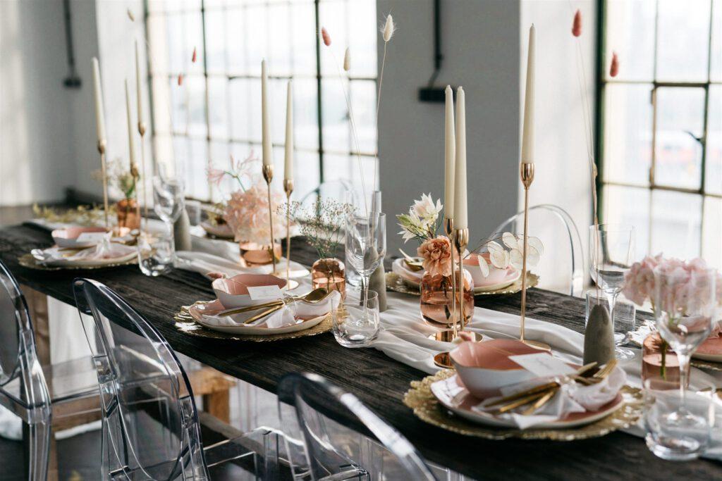 NY Style Tischdeko | Freie Trauung | Strauß & Fliege