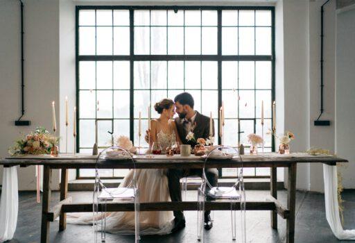 Hochzeitstisch Brautpaar   Freie Trauung Wien   Strauß & Fliege