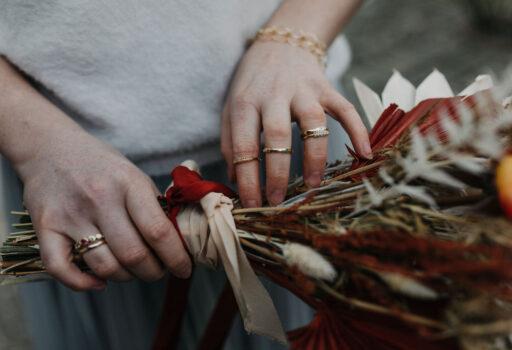 Boho Braut Accessoires und Strauß | Strauß & Fliege