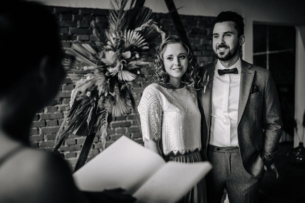 Freie Traurednerin   Boho Hochzeit zu zweit   Strauß & Fliege