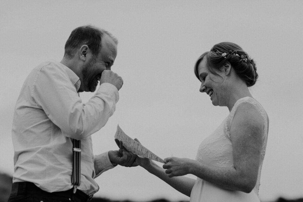 Eheversprechen rührt Bräutigam zu Tränen | Strauß & Fliege
