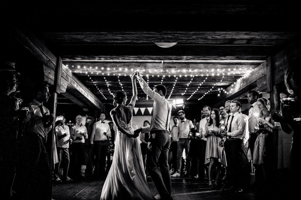 Brautpaar   Erster Tanz   Strauß & Fliege