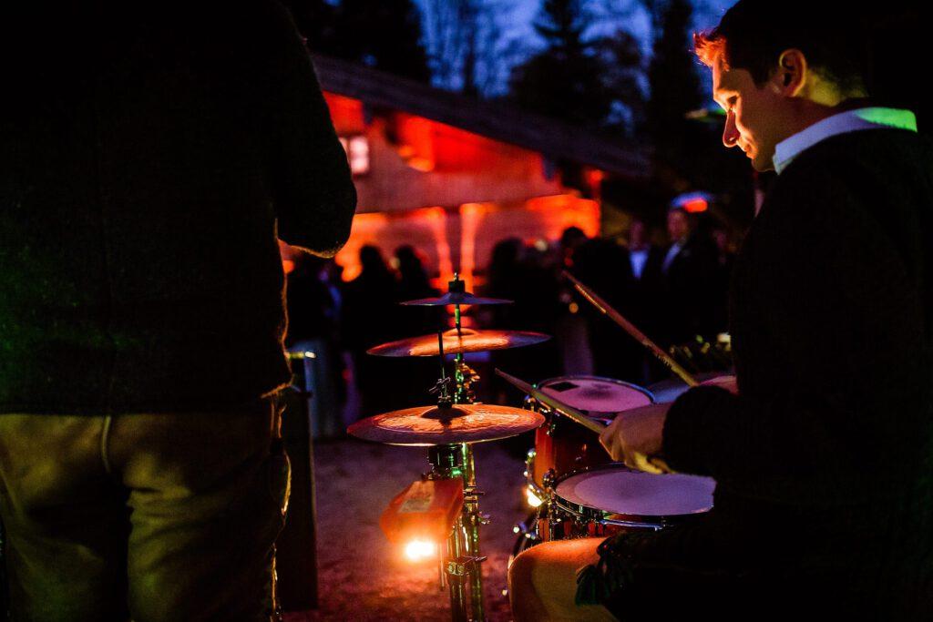 Outdoor Live Musik auf der Hochzeitsfeier   Strauß & Fliege